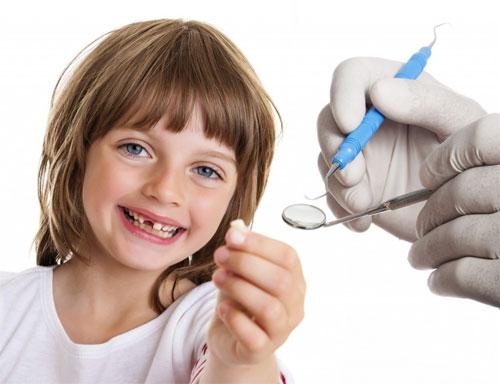 Удаление зубов у детей: показания и процедура