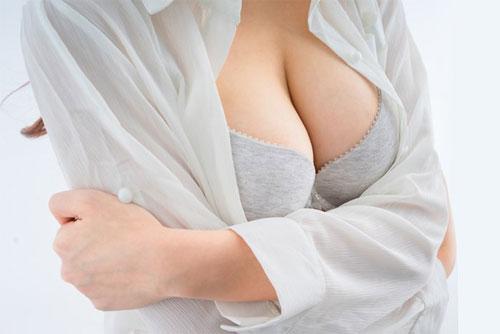 Пластика груди: суть и особенности