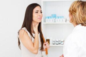 Горло болит: симптомы и основные причины