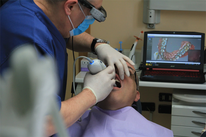 Хирургия зубных имплантатов