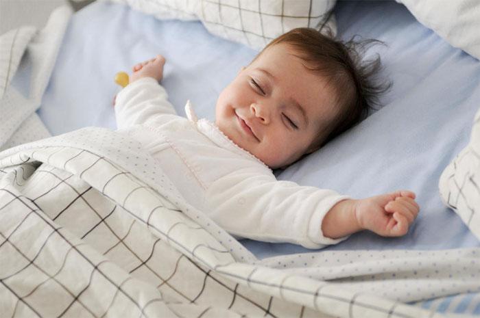 Как сон регулирует обмен веществ у младенцев